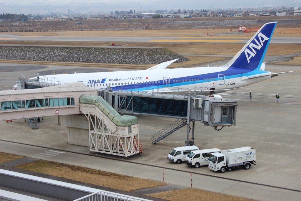 飛行機 富山発